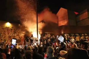 """全美33城爆发抗议骚乱、明尼苏达祭出164年首个举措 特朗普:""""幕后黑手""""之一是Antifa 地方官员:贩毒集团等组织参与煽动暴力!"""