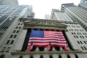 资深经济学家:虽然美国威胁对港制裁 香港全球金融中心地位不会动摇