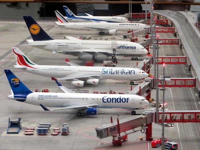 """航空业再次回到""""过冬模式"""" 裁员扩大垃圾债增发"""