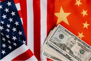 美国派遣两艘航母前往南海 与中国同时进行军事演习 意在何为?