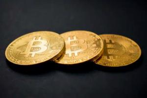 又有多少人爆仓了?加密货币短线巨震 比特币半小时跳水超1500美元