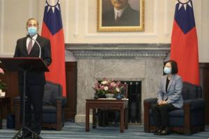 """【中美局势最新动态】美国卫生部长与蔡英文会面 表达特朗普对台湾的""""大力""""支持"""