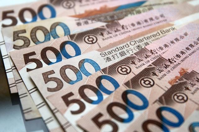 为了盯住美元汇率 香港金管局大手笔支出这个数 联系汇率值不值得?