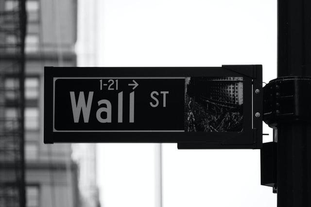 华尔街迎来首位女掌门人 看看花旗新CEO的职业之路