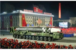"""朝鲜突然""""秀肌肉"""":美国大选前,新型洲际弹道导弹亮相!特朗普被曝表示愤怒"""