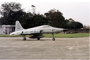 突发消息!台媒:台军F-5E战机在台东外海训练时失联 战机驾驶员跳伞获救