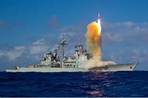 """对中国的明确警告?美国在太平洋上空击落洲际弹道导弹 军事专家:对中国发射""""航母杀手""""导弹的回应"""