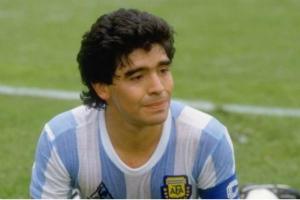 """""""球王""""马拉多纳去世 阿根廷全国哀悼三天、梅西C罗发文悼念"""