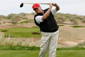美媒曝光特朗普离任后第一天动态!果然又是去打高尔夫了