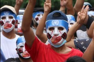 """缅甸局势最新消息!缅甸抗议者戴""""中国噤声联合国""""面具游行 缅甸至少568名平民被杀、互联网连续51晚受限"""