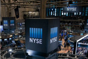 美股盘中:洗钱嫌疑严重冲击银行股 期权市场暗示科技股回调风险仍未减轻