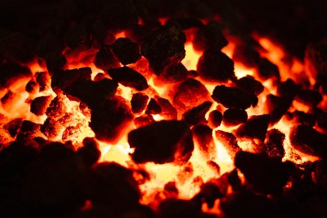 【行业快讯】一年大涨50% 绿色经济下煤炭行业前景暗淡,为何还获得大笔投资?